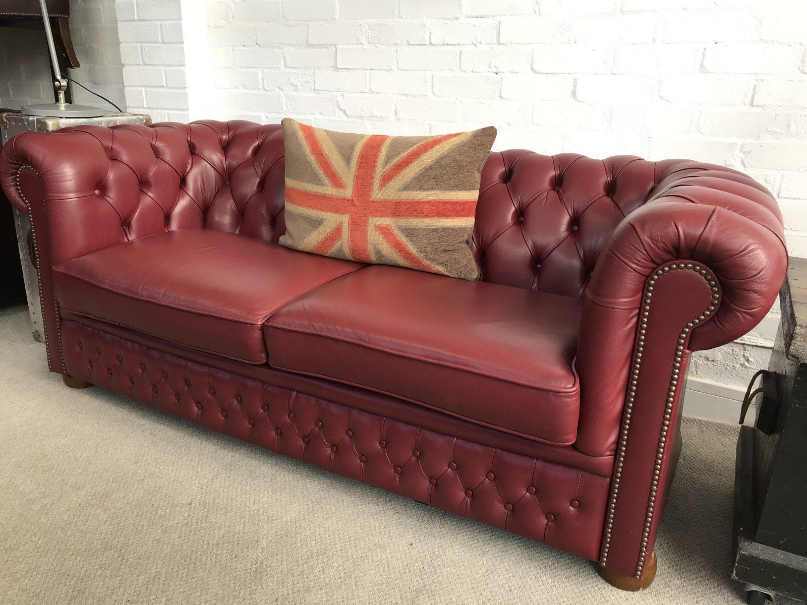 Ordinaire Stunning Burgundy 3 Seater Chesterfield Sofa.