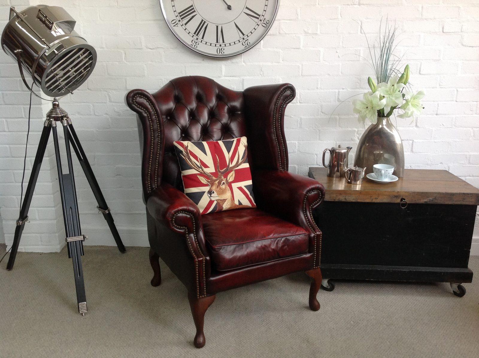Stunning Vintage Queen Anne Armchair.