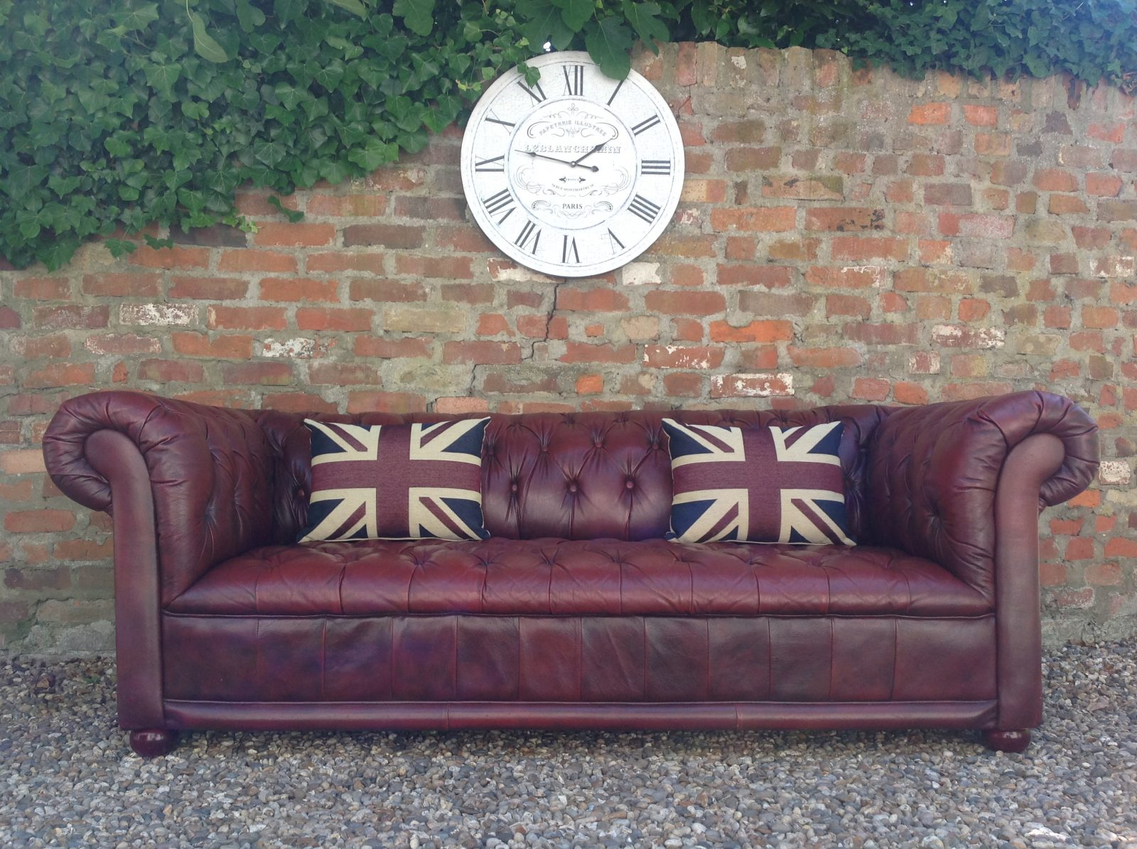 Classic Antique Red Vintage Chesterfield Sofa.